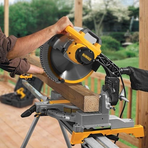 DEWALT-DW715-in-action
